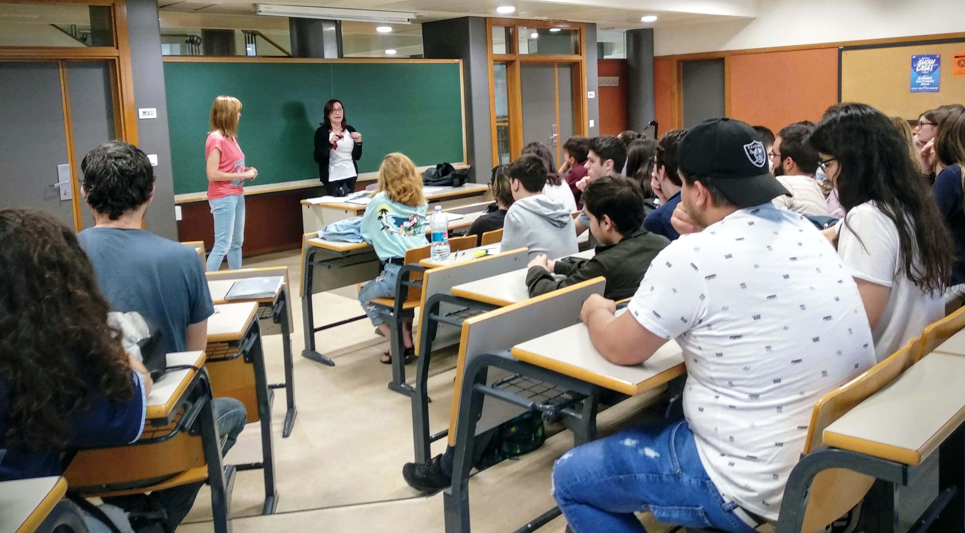 Olga Utiel durante la clase con la profesora Pilar Galán