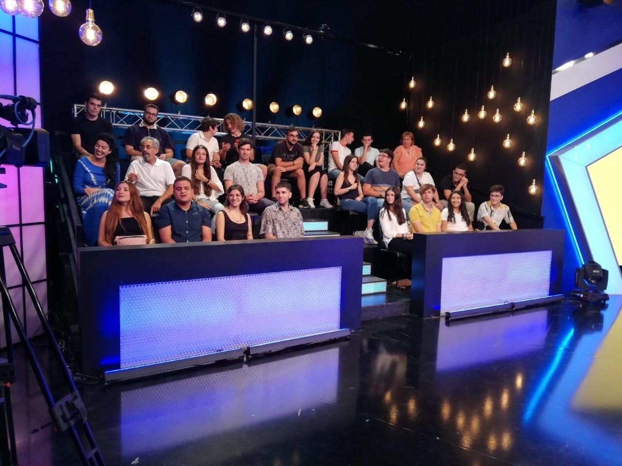 Alumnos en la televisión